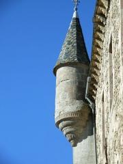 Château - Français:   Tourelles disposées en poivrière sur la façade sud, et aux extrémités de l\'ancienne tour carré