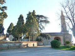 Eglise paroissiale Saint-Jean-Baptiste - English: Church and cemetery in Belberaud (France)