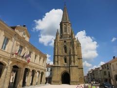 Eglise Sainte-Marie - Français:   église et mairie de Boulogne-sur-Gesse