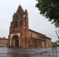 Eglise Saint-Martin - English: Church of Fontenilles by a rainy day (Haute-Garonne, France).
