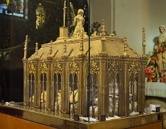 Eglise - English:  Church of Mary Magdalene of Pibrac,  Haute-Garonne France – The reliquary of Sainte-Germaine; work of Mr Favier, goldsmith in Lyon 1854. Material: gilded brass and crystal Size: 1.30m long, 0.50m wide and 1 m high.</dd>