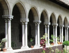Ancienne abbaye de Bonnefont (également sur commune de Sepx) - English: Detail of twin-capital cloister colonnade from Bonnefont, France. (Original description: