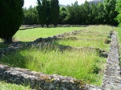 Ruines antiques - Lugdunum Convenarum: les boutiques des thermes du nord, ouvrant sur la palestre