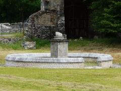 Ruines antiques - Le monument à enceinte circulaire de Lugdunum Convenarum, Saint-Bertrand-de-Comminges, Haute-Garonne, France.