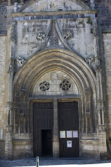 Eglise collégiale Saint-Pierre et Saint-Gaudens - English:  The north porch houses the front door. Iit is only adorned with a beautiful chrism, probably a reinvestment.