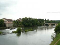 Pont, porte de pont et porte de ville - Français:   La Garonne à Saint-Martory, Haute-Garonne, France. Vue prise en direction de l\'amont et du pont de Saint-Martory, visible au fond.
