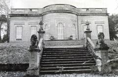 Château de Reynerie -  Perron du jardin et façade avec la rotonde du château de Reynerie à Toulouse.