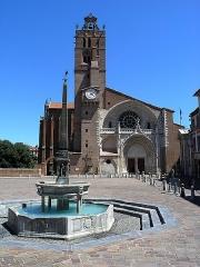 Fontaine - Français:   Cathédrale Saint-Étienne, Toulouse, France