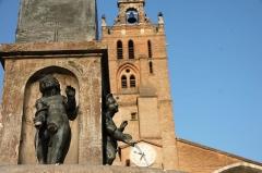 Fontaine - Français:   Vue du clocher de la cathédrale à Toulouse