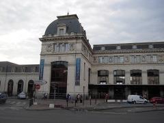 Gare de Toulouse-Matabiau -  Les 26 principales villes desservies de Bordeaux à Sète ont chacune leur blason sur la façade.