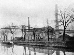 Ponts jumeaux enjambant le canal du Midi et le canal de Brienne - L'usine thermique des Sept-Deniers en 1923, à côté du canal laréral (de la Société Toulousaine du Bazacle).