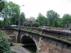 Ponts jumeaux enjambant le canal du Midi et le canal de Brienne - English: The Ponts Jumeaux (English: Twin Bridges). Junction of Canal du Midi, Canal de Garonne and the River Garonne, via the Canal de Brienne. Toulouse, France