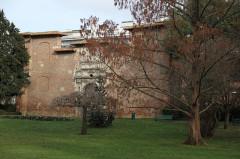Ancienne porte du Capitole réédifiée dans le jardin des Plantes de Toulouse - Français:   Jardin des plantes, Toulouse