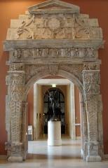 Ancienne porte du Capitole réédifiée dans le jardin des Plantes de Toulouse -