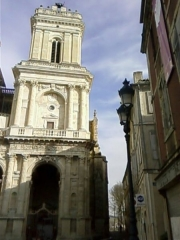 Cathédrale Sainte-Marie - This building is classé au titre des Monuments Historiques. It is indexed in the Base Mérimée, a database of architectural heritage maintained by the French Ministry of Culture,under the reference PA00094702 .