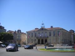 Hôtel de ville - English: Auch - Town hall.