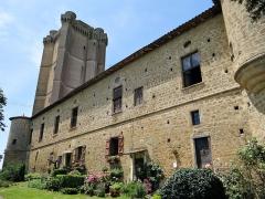 Ancien château - Français:   Bassoues - Le château du XVIIe siècle et le donjon du XIVe siècle