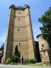 Ancien château - Français:   Bassoues - Le donjon du XIVe siècle et une tourelle du château
