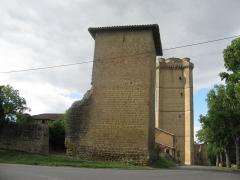 Ancien château - Français:   tour à Bassoues