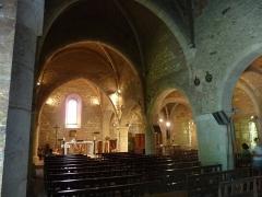 Eglise de Barbotan - Français:   intérieur de l\'église de Barbotan, Gers, France; extension de la nef à droite