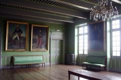 Le bâtiment de l'évêché occupé par l'hôtel de ville et le musée -