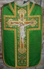 Eglise Notre-Dame, ancienne cathédrale - English: Embroidered chasuble on green silk, Cathédrale de Lombez