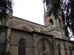 Eglise -  Village de Marciac dans le Gers (France):  Notre-Dame de Marciac coté nord, statue de la vierge à l'enfant