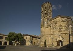 Eglise - Français:   Place de Monfort