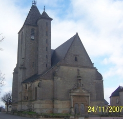 Eglise Saint-Pierre -  Façade de l'église d'Assier