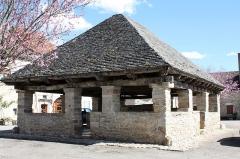 Vieille halle - English:  Market hall of Beauregard - 18th century.