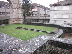 Arc de Diane et ses abords -  Ruines des thermes de Divona Cadurcorum, Cahors
