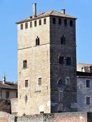 Ancien palais de Via connu sous l'appellation Château du Roi, actuelle prison d'Etat - Français:   Cahors - Palais de Via, ancienne maison d\'arrêt - Tour, façades sud et est