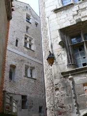 Maison - Français:   Cahors - Tour et bâtiment du collège Pélegri, rue du Four-Sainte-Catherine