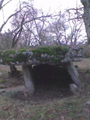 Deux dolmens sur le domaine de Gabaudet - English: Front view of Dolmen of Gabaudet n°1 in Issendolus (Lot - France)
