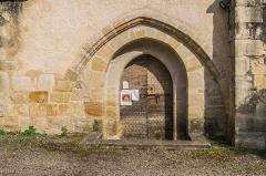 Eglise - English: Portal of the Saint Martin Church of Lunan, Lot, France