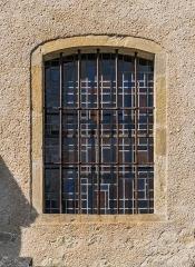 Eglise - English: Window of the Saint Martin Church of Lunan, Lot, France