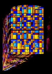 Eglise - English: Stained-glass window of the Saint Martin Church of Lunan, Lot, France