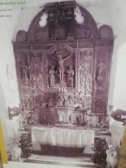 Ancienne église Saint-Pierre-ès-Liens de Gluges - Français:   Photo faite par Armand Viré, estimée à 1910 montrant le retable avant vandalisme