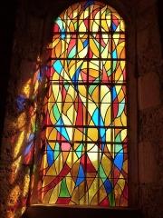 Eglise Saint-Christophe - Français:   Vitrail de l\'une des chapelles latérales de l\'église Saint-Christophe de Montvalent (Lot)