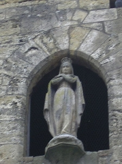 Eglise Saint-Martial£ - English: Statue in the front wall of the church - castle of Rudelle (Lot - France)