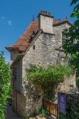 Ancien hôpital, actuellement maison Daura - English: Maison Daura in Saint-Cirq-Lapopie, Lot, France