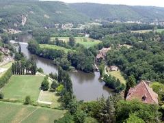 Moulin à eau - Français:   Saint-Cirq-Lapopie (Lot, France). Le Lot avec à droite le moulin et l\'écluse de Porte-Roques. Regard vers l\'amont (c.-à-d. vers l\'ouest). Vue prise depuis le fort de Saint-Cirq-Lapopie.