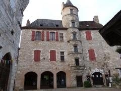 Ancien hôtel Fabri - Français:   Façade de l\'hôtel Fabri avec sa tour dite de Henri au Court-Mantel