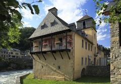 Château de Camon ou Château des Nestes - Deutsch: Südseite, das Gebäude am Zusammenlauf der beiden Nestes war Militärgebäude und Spital.