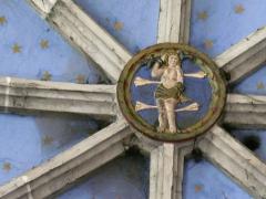 Eglise Saint-Exupère - Une clé de voûte représentant le martyre de saint Sébastien, église Saint-Exupère, Arreau, Hautes-Pyrénées, France