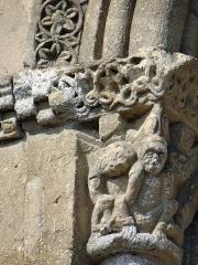 Eglise de Mazères - Français:   Castelnau-Rivière-Basse - Mazères - Église Saint-Jean-Baptiste - Fenêtre du chevet: Chapiteau