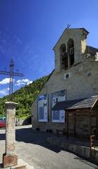 Eglise Saint-Martin - Deutsch: Westgiebel, das Dorf liegt am rechten Talhang des Vallée d'Aure.