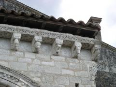 Eglise Saint-Michel - Deutsch: Kirche Saint-Michel in Lescure-d'Albigeois, Portal, Skulpturen der Traufkante