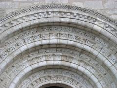 Eglise Saint-Michel - Deutsch: Kirche Saint-Michel in Lescure-d'Albigeois, Portal-Bögen