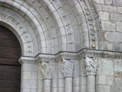 Eglise Saint-Michel - Deutsch: Kirche Saint-Michel in Lescure-d'Albigeois, Portal-Kapitelle rechts
